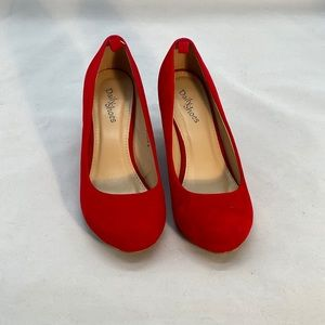 Cute red heels size 8